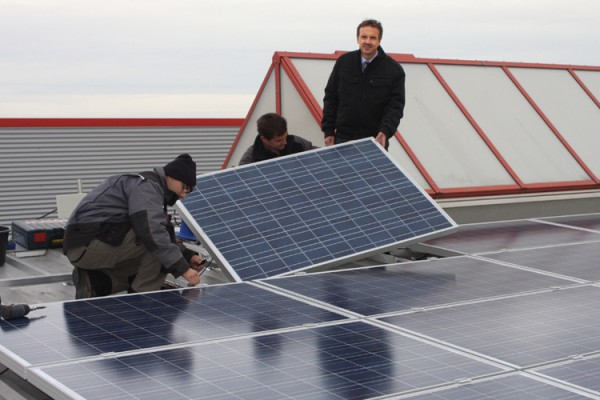 Nachhaltige Investition in die Zukunft: Bohlender GmbH installiert große Photovoltaik-Anlage
